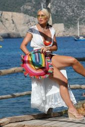 Caprice Bourret - Holiday in Ibiza 09/05/2021