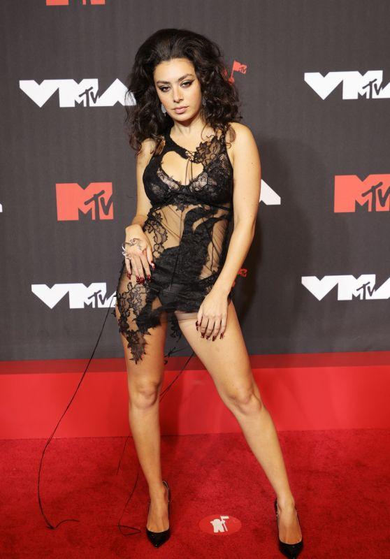 Charli XCX – 2021 MTV Video Music Awards