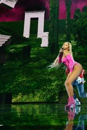 Chloe Bailey – Performs on Stage at the 2021 MTV Video Music Awards in New York