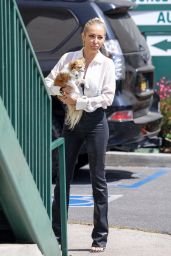 """Chrishell Stause - """"Selling Sunset"""" Filming Set at Sunset Plaza in West Hollywood 09/16/2021"""