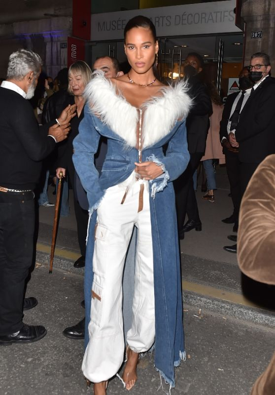 """Cindy Bruna - """"Thierry Mugler : Couturissime"""" Photocall in Paris 09/28/2021"""