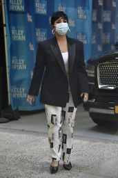 """Demi Lovato - Outside """"Live with Kelly & Ryan"""" in NYC 09/30/2021"""