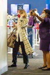 Elizabeth Olsen - Airport in LA 09/20/2021