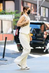 Gigi Hadid - Out in New York 09/07/2021