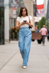 Hailee Steinfeld Street Style - NYC 09/08/2021