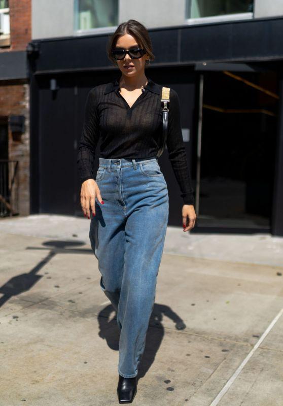 Hailee Steinfeld Street Style - SoHo in NYC 09/10/2021