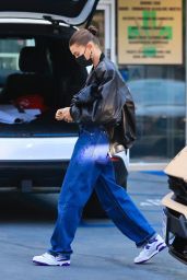 Hailey Rhode Bieber and Justin Bieber - Sunset Comix Comic Book Store in West Hollywood 08/31/2021