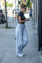 Hailey Rhode Bieber - Arriving at an Acting Studio in Los Angeles 09/03/2021
