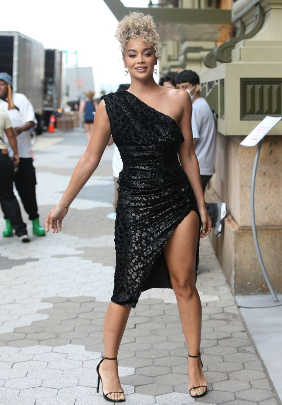 Jasmine Sanders – DUNDAS x REVOLVE NYFW Runway Show at Casa Cipriani in NYC 09/08/2021