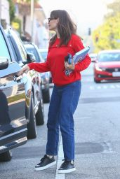 Jennifer Garner at Edelweiss Chocolates at the Brentwood Country Mart 09/20/2021