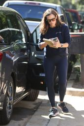 Jennifer Garner at the Construction Site of her Future Home in Brentwood 09/22/2021