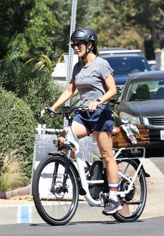 Jennifer Garner - Bike Ride in LA 09/12/2021