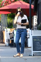 Jennifer Garner - Exiting a Nail Salon in Brentwood 09/24/2021