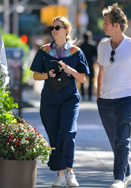 Jennifer Lawrence - Out in NYC 09/26/2021