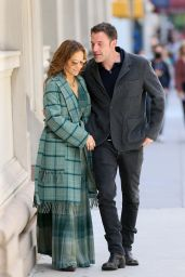 Jennifer Lopez and Ben Affleck - Kiss in NYC 09/26/2021