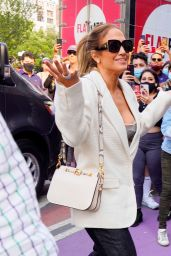 Jennifer Lopez - Arrives at her DSW Event in Union Square in NYC 09/12/2021