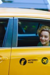 Julia Garner - Filming in New York 09/26/2021