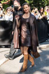Kate Hudson Arrives to Michael Kors Spring/Summer 2022 at NYFW 09/10/2021