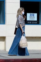 Kate Hudson - Grabs a Drink in Pacific Palisades 09/25/2021