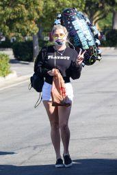 Kesha - Shopping for a Birthday Balloon at Ralph