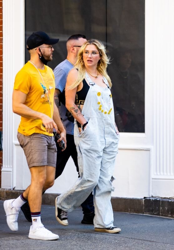 Kesha Wears Overalls and Converse - NYC 09/07/2021