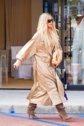 Khloe Kardashian - Filming New Reality Show for Hulu in Malibu 09/28/2021