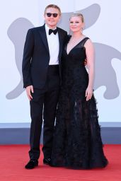 """Kirsten Dunst - """"The Power Of The Dog"""" Red Carpet at the 78th Venice International Film Festival 09/02/2021"""