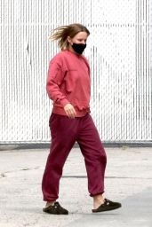 Kristen Bell in Casual Outfit - Los Angeles 09/01/2021