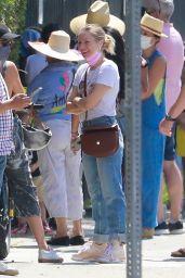 Kristen Bell - Running Errands in LA 09/08/2021