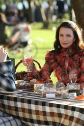 """Kristin Davis, Sarah Jessica Parker and Cynthia Nixon - """"And Just Like That"""" Picnic Scene in Battery Place Set in NY 09/20/2021"""