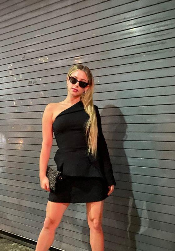 Lili Reinhart 09/23/2021