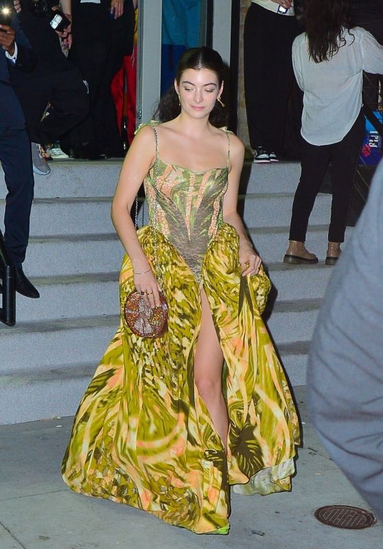 Lorde - Leaving Rihanna