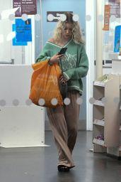 Lottie Moss - Shopping in London 09/02/2021