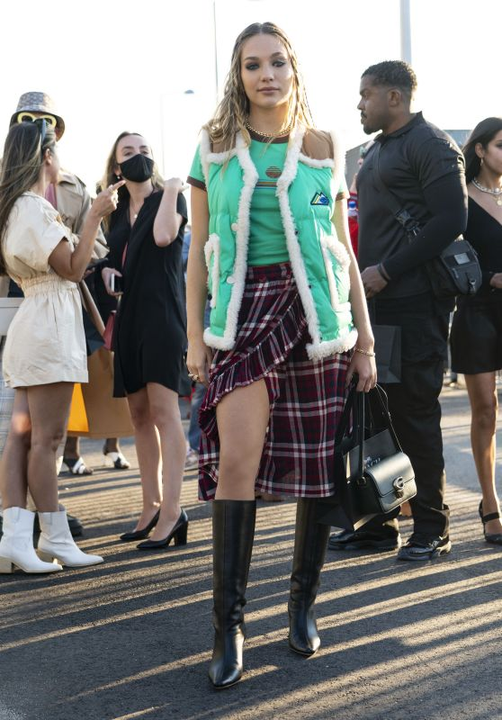 Maddie Ziegler - Arrives Coach Fashion Show at NYFW 09/10/2021