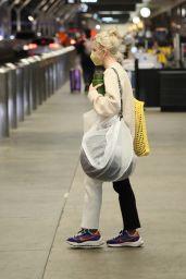 Maisie Williams - LAX Airport in LA 09/17/2021