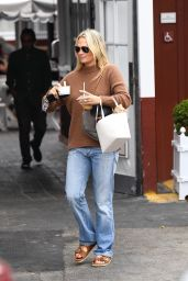 Molly Sims in Casual Outfit 09/26/2021
