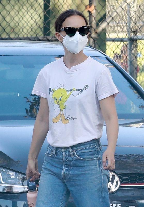Natalie Portman - Out in Los Feliz 09/17/2021