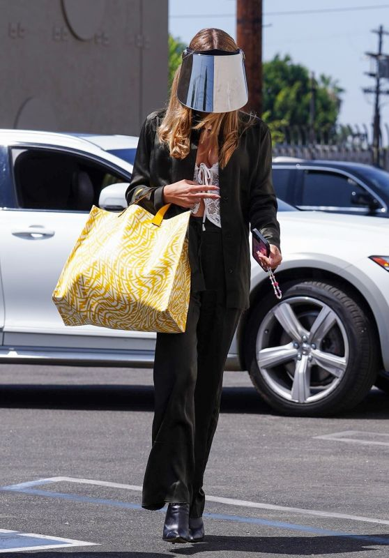 Olivia Jade Giannulli - Out in Hollywood 09/03/2021