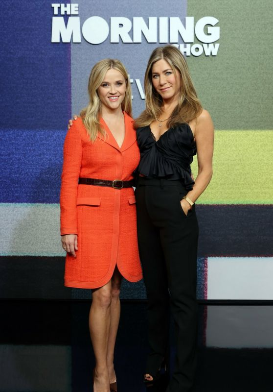 """Reese Witherspoon and Jennifer Aniston - """"The Morning Show"""" Season Two Special Premiere Photocall in LA"""