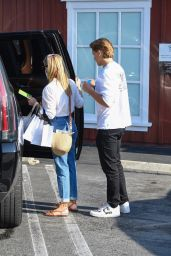 Reese Witherspoon - Shopping at the Brentwood Country Mart 09/07/2021