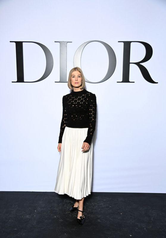 Rosamund Pike – Dior Show at the Paris Fashion Week 09/28/2021