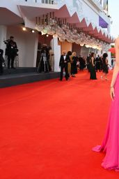 Sarah Gadon – Venice Film Festival Closing Ceremony 09/11/2021