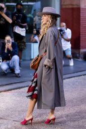 """Sarah Jessica Parker - """"And Just Like That"""" Filming Set in Soho NY 09/27/2021"""