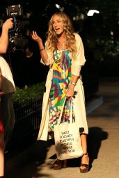 """Sarah Jessica Parker - """"And Just Like That"""" Set in Avenue, Manhattan 09/15/2021"""