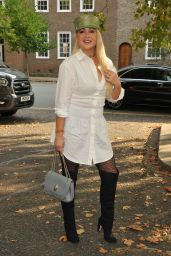 Victoria Featherstone Pearce – Fashion's Finest Show at London Fashion Week 09/22/2021