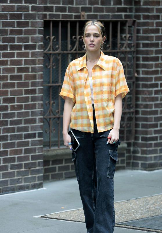 "Zoey Deutch - ""Not Okay"" Filming Set in New York 09/14/2021"
