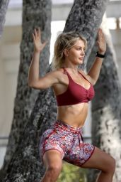 Ali Oetjen - Does Yoga in Palm Cove, Queensland 10/09/2021