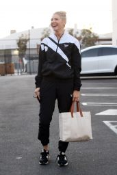 Amanda Kloots - Arriving for Practice at DWTS Rehearsal studio in LA 10/10/2021