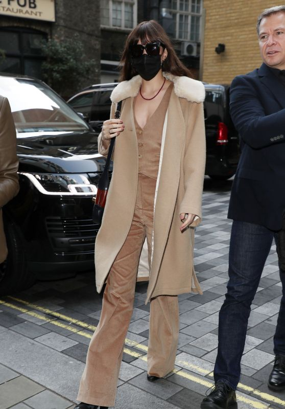 Dakota Johnson Style - London 10/09/2021