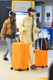 Gigi Hadid - Arriving to JFK Airport in New York City 09/30/2021